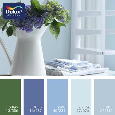 Цвет Dulux 69BG 77/076 (нежно-голубой) в интерьере гостиной (фото)