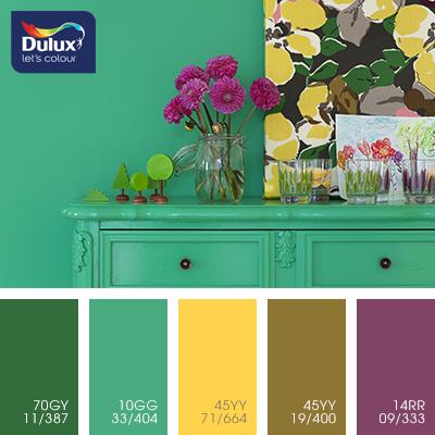Цвет Dulux 10GG 33/404 (зеленый) в интерьере гостиной (фото)