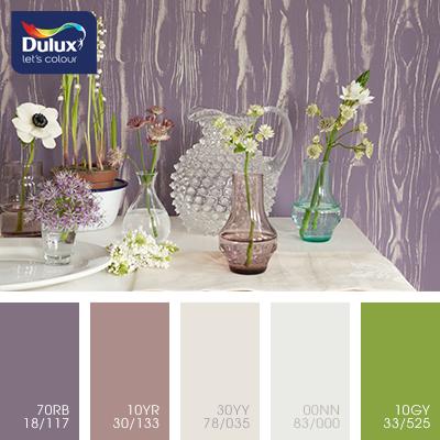 Цвет Dulux 30YY 78/035 (пастельный) в интерьере гостиной (фото)
