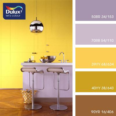 Цвет Dulux 70RB 54/110 (фиолетовый) в интерьере гостиной (фото)