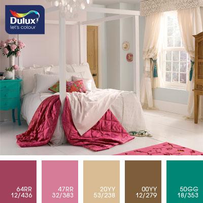 Цвет Dulux 47RR 32/383 (насыщенный розовый) в интерьере гостиной (фото)